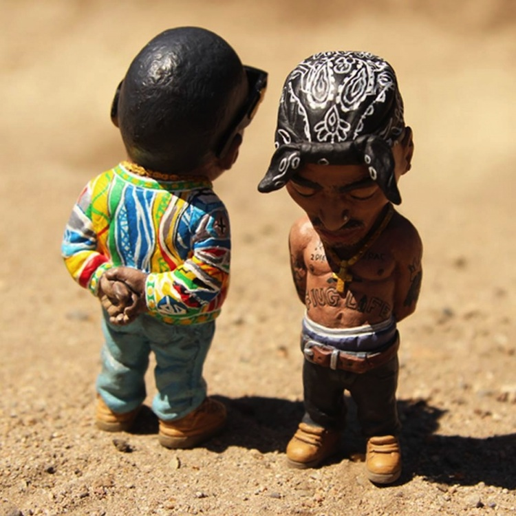 Custom_Hand_Painted_Sculptures_of_Tupac_and_Biggie_Smalls_by_Plastic_Cell_2014_02