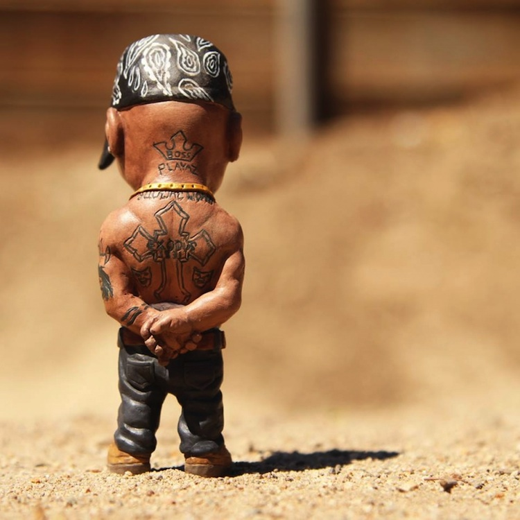 Custom_Hand_Painted_Sculptures_of_Tupac_and_Biggie_Smalls_by_Plastic_Cell_2014_04
