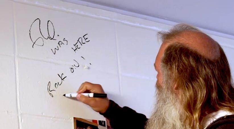 Dawn_of_Def_Jam_Rick_Rubin_Returns_to_His_NYU_Dorm_Room_After_30_Years_2014_06