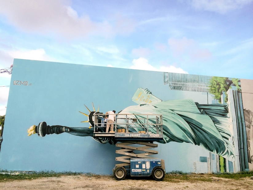 New_Mural_by_OZMO_ft_Lady_Liberty_and_Michelangelo_David_in_Miami_2014_02
