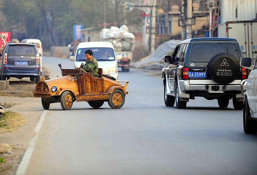 An_Electronic_Wooden_Car_Homemade_by_Carpenter_Liu_Fulong_in_China_2014_07
