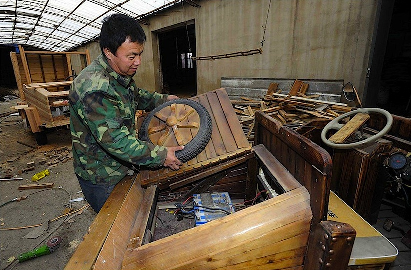 An_Electronic_Wooden_Car_Homemade_by_Carpenter_Liu_Fulong_in_China_2014_09