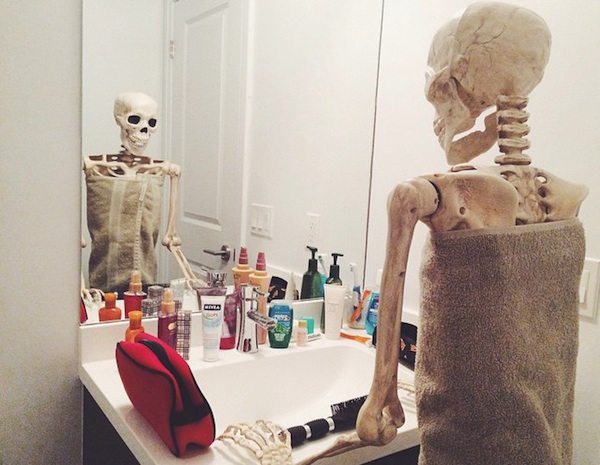 Meet_Skellie_A_Skeleton_Who_Is_Basically_Any_Girl_On_Instagram_2015_03