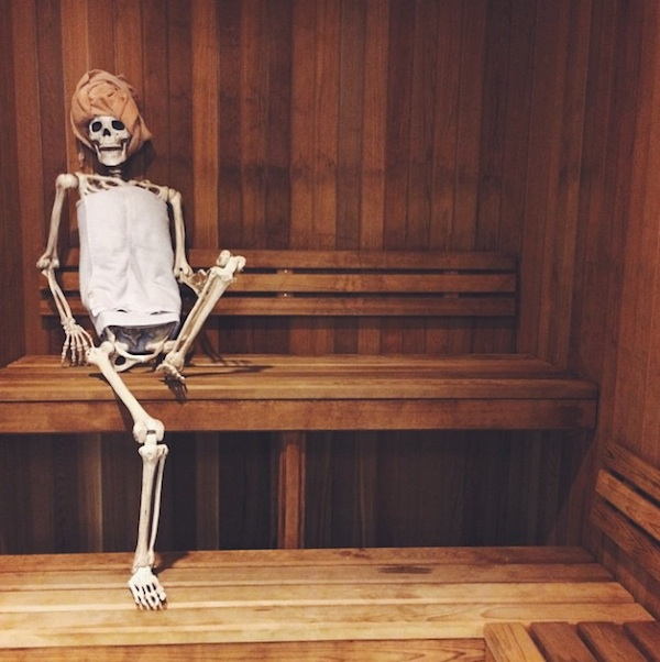 Meet_Skellie_A_Skeleton_Who_Is_Basically_Any_Girl_On_Instagram_2015_08
