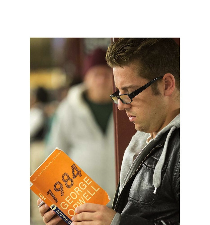 The_Last_Book_Photographer_Docmuments_What_People_Are_Reading_on_the_NYC_Subway_2015_05