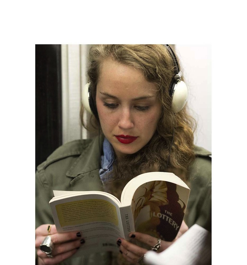 The_Last_Book_Photographer_Docmuments_What_People_Are_Reading_on_the_NYC_Subway_2015_11