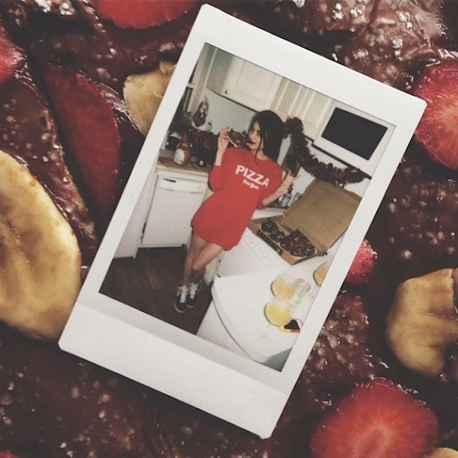 Hot_Girls_Eating_Pizza_2015_05