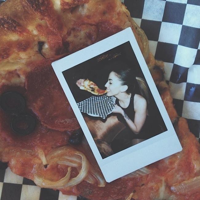 Hot_Girls_Eating_Pizza_2015_08
