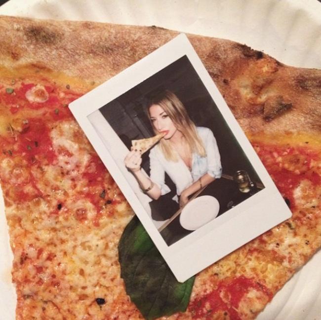 Hot_Girls_Eating_Pizza_2015_10