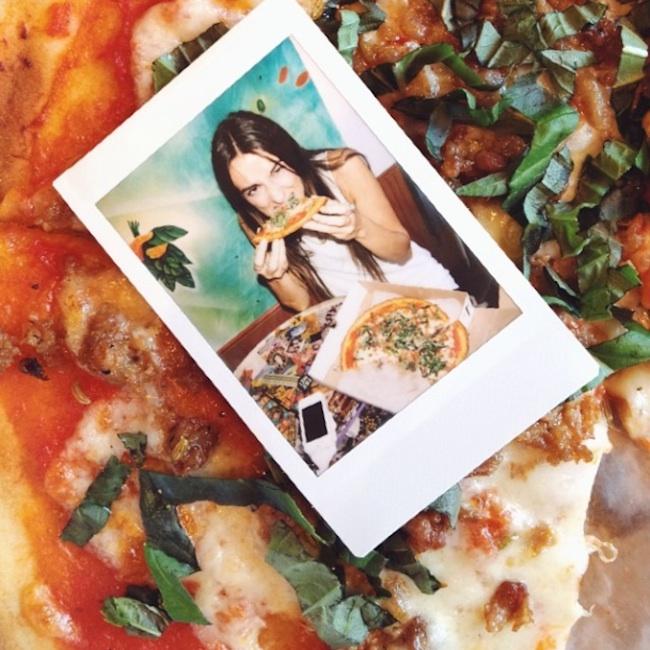 Hot_Girls_Eating_Pizza_2015_13