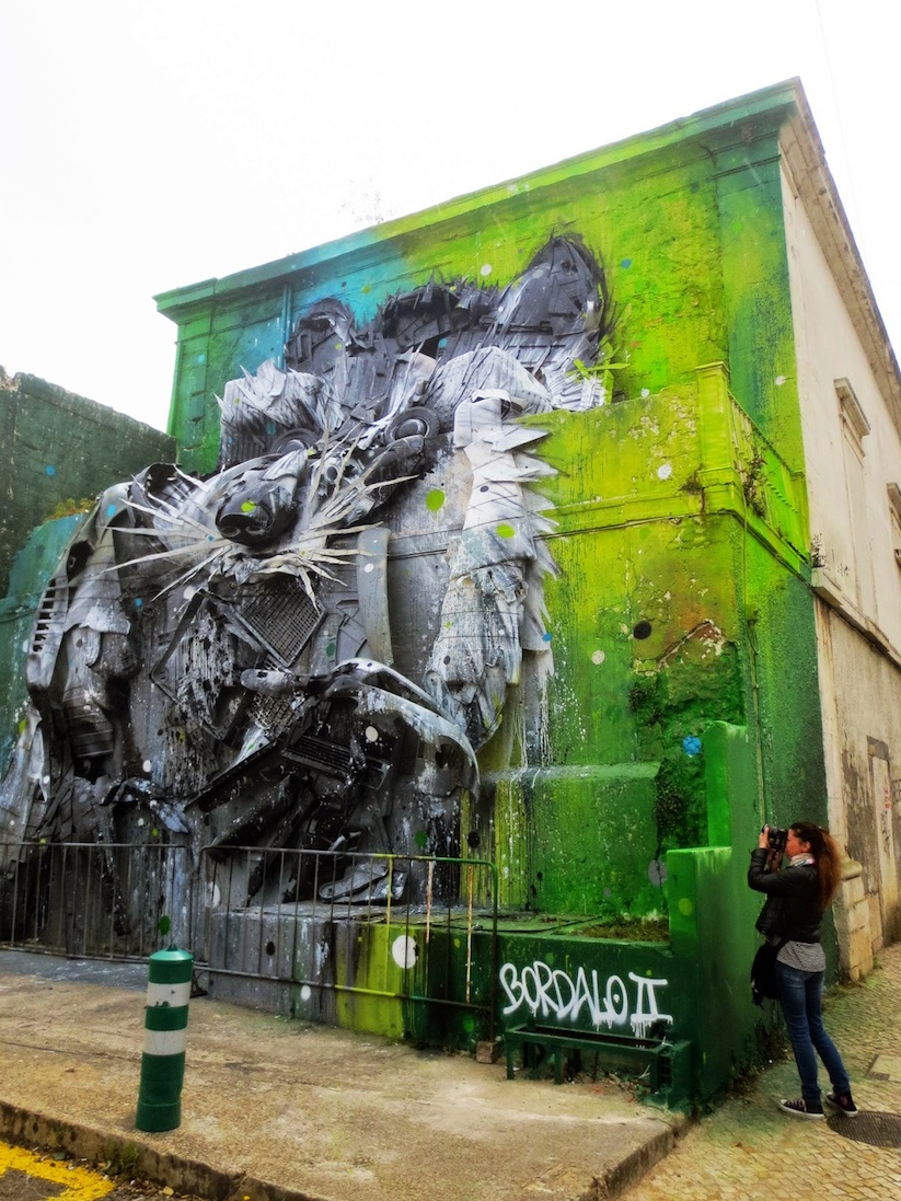Big_Racoon_New_Street_Installation_by_Bordalo_2015_04