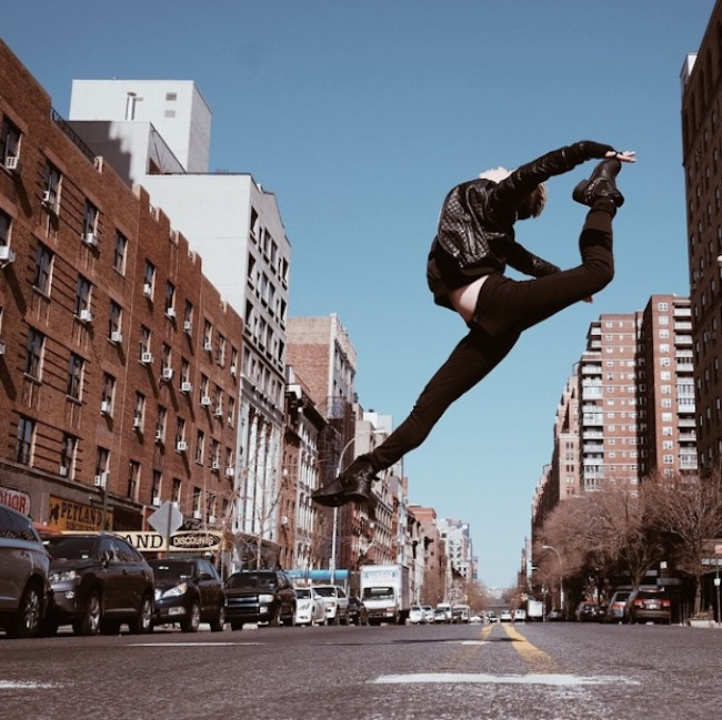 Stunning_Visuals_of_Ballet_Dancers_Posing_Against_Urban_Backdrops_of_NYC_2015_03
