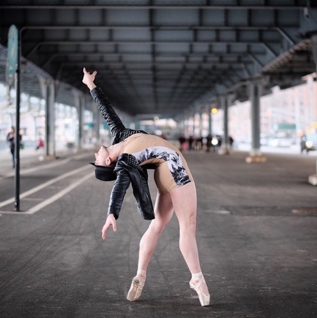 Stunning_Visuals_of_Ballet_Dancers_Posing_Against_Urban_Backdrops_of_NYC_2015_08