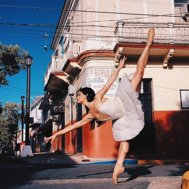 Stunning_Visuals_of_Ballet_Dancers_Posing_Against_Urban_Backdrops_of_NYC_2015_10