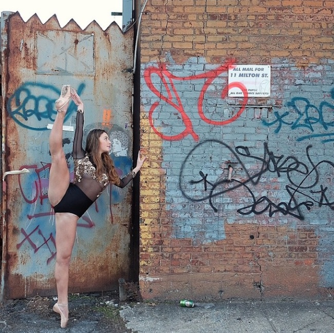 Stunning_Visuals_of_Ballet_Dancers_Posing_Against_Urban_Backdrops_of_NYC_2015_11