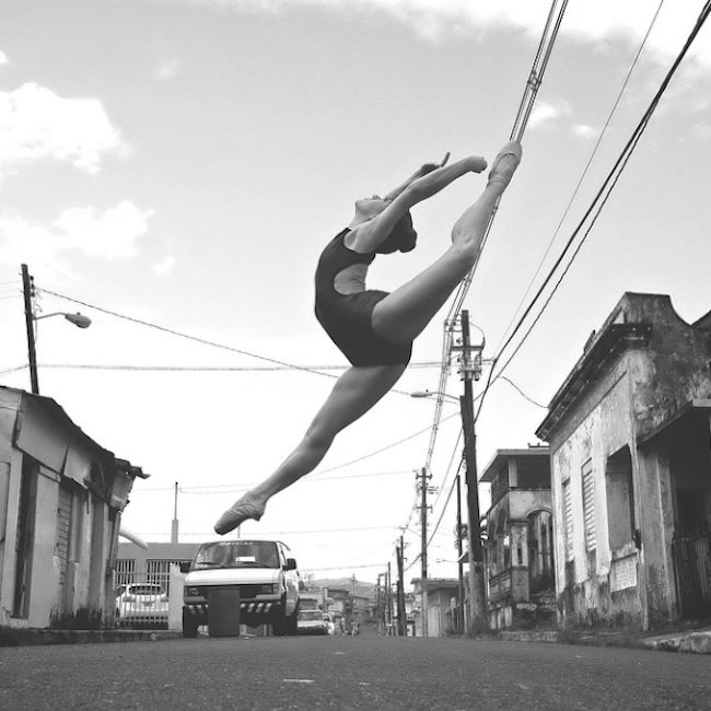 Stunning_Visuals_of_Ballet_Dancers_Posing_Against_Urban_Backdrops_of_NYC_2015_13
