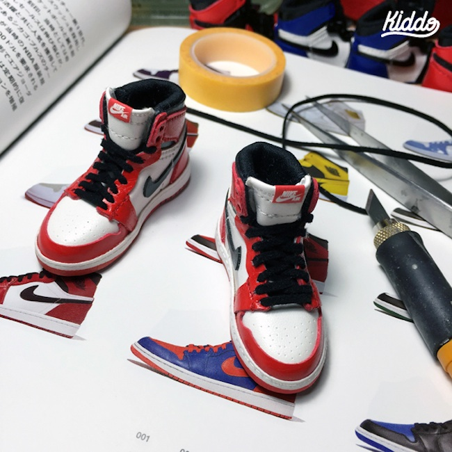 Incredibly_Detailed_Miniature_Sculptures_Famous_Sneakers_by_Toy_Designer_Kiddo_2015_01