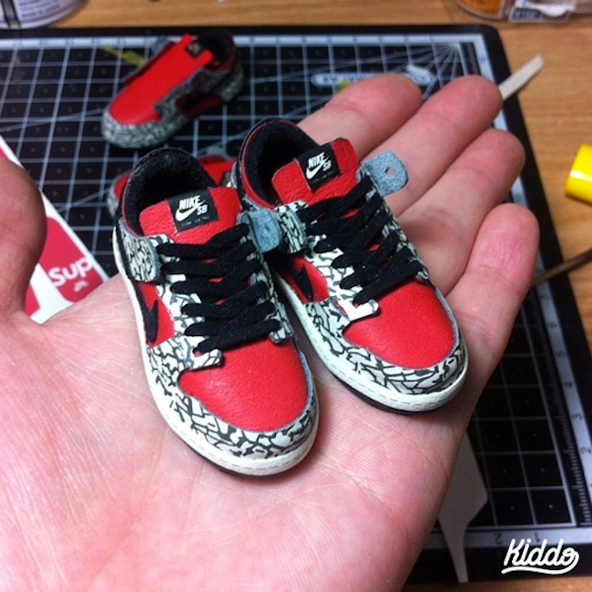 Incredibly_Detailed_Miniature_Sculptures_Famous_Sneakers_by_Toy_Designer_Kiddo_2015_02