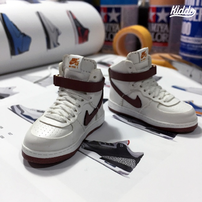 Incredibly_Detailed_Miniature_Sculptures_Famous_Sneakers_by_Toy_Designer_Kiddo_2015_03