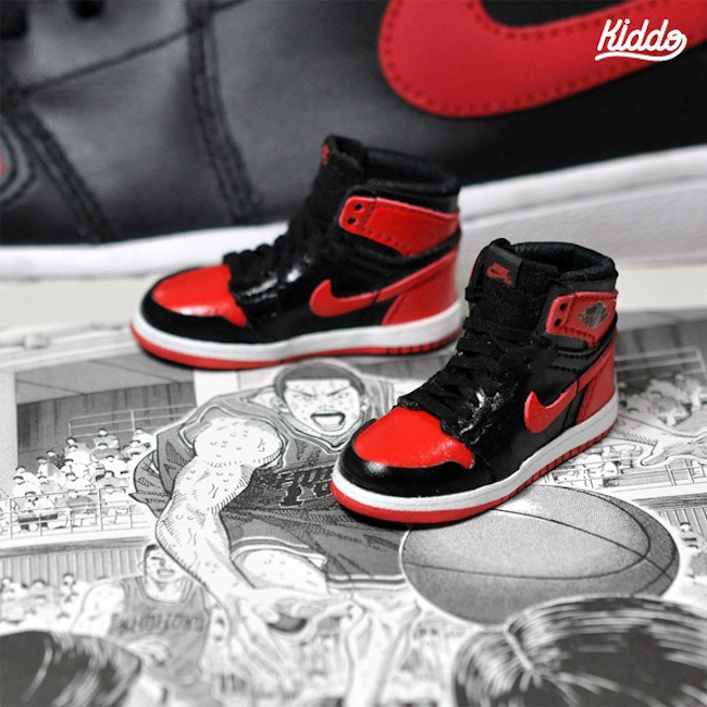 Incredibly_Detailed_Miniature_Sculptures_Famous_Sneakers_by_Toy_Designer_Kiddo_2015_05