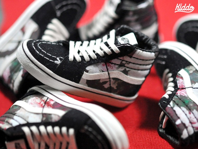 Incredibly_Detailed_Miniature_Sculptures_Famous_Sneakers_by_Toy_Designer_Kiddo_2015_06