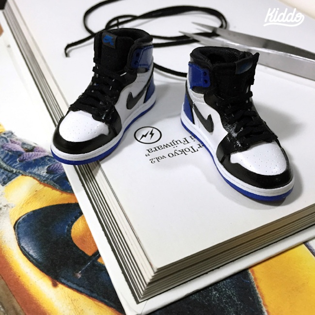 Incredibly_Detailed_Miniature_Sculptures_Famous_Sneakers_by_Toy_Designer_Kiddo_2015_08