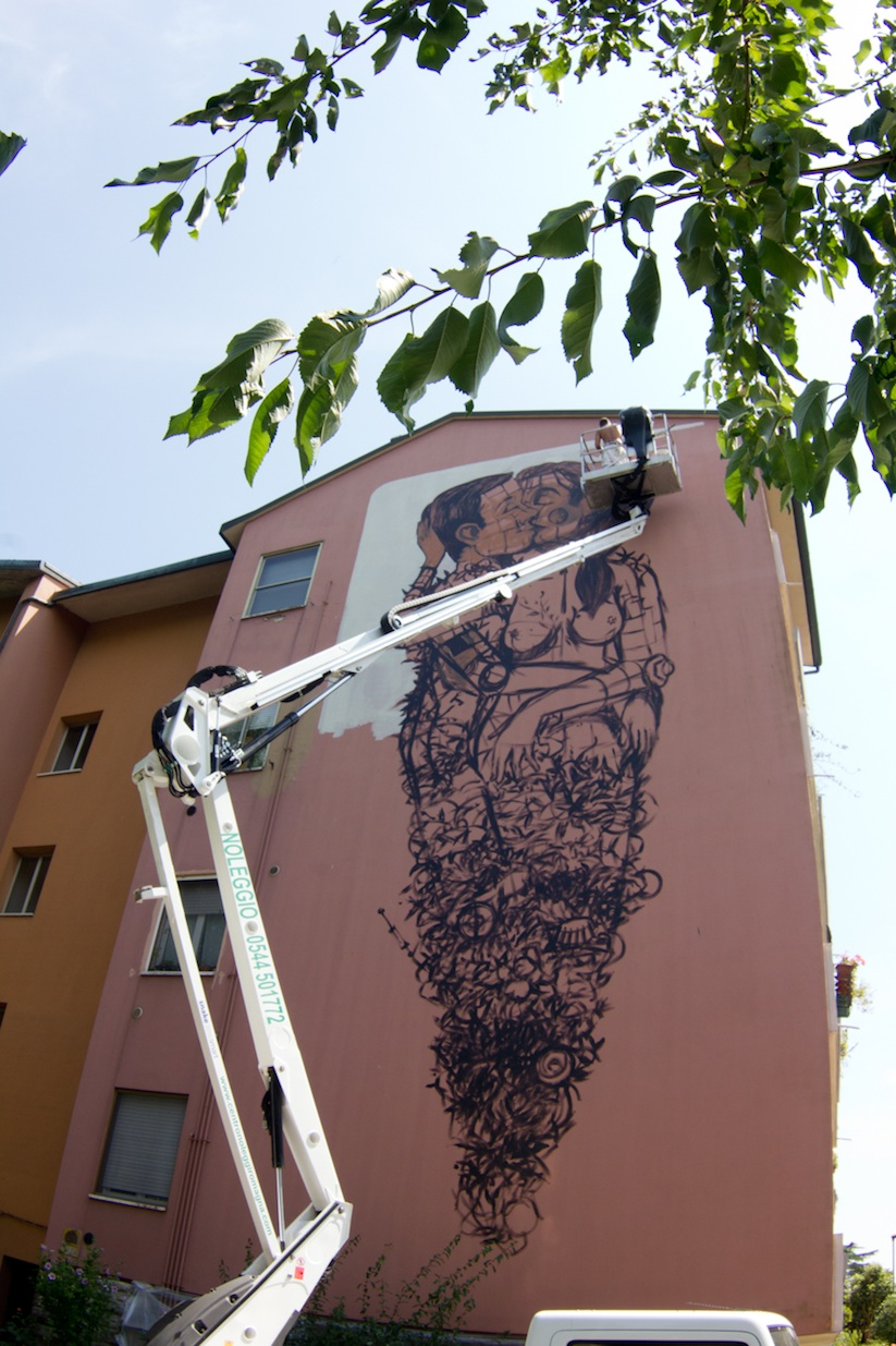 The_Last_Kiss_A_New_Mural_by_Street_Artist_Pixel_Pancho_in_Ravenna_2015_05