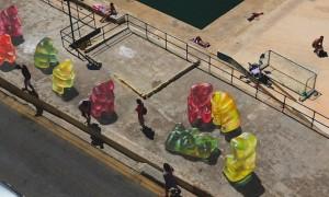 Impressive_3D_Paintings_of_Giant_Gummy_Bears_on_a_Boardwalk_by_Artist_Leon_Keer_2015_header