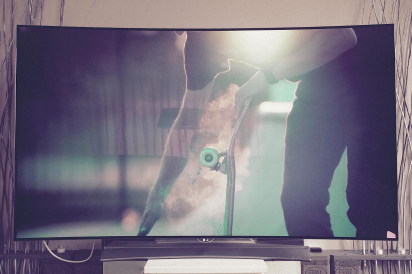 LG-65EG960V-4K-OLED-3D-TV-01