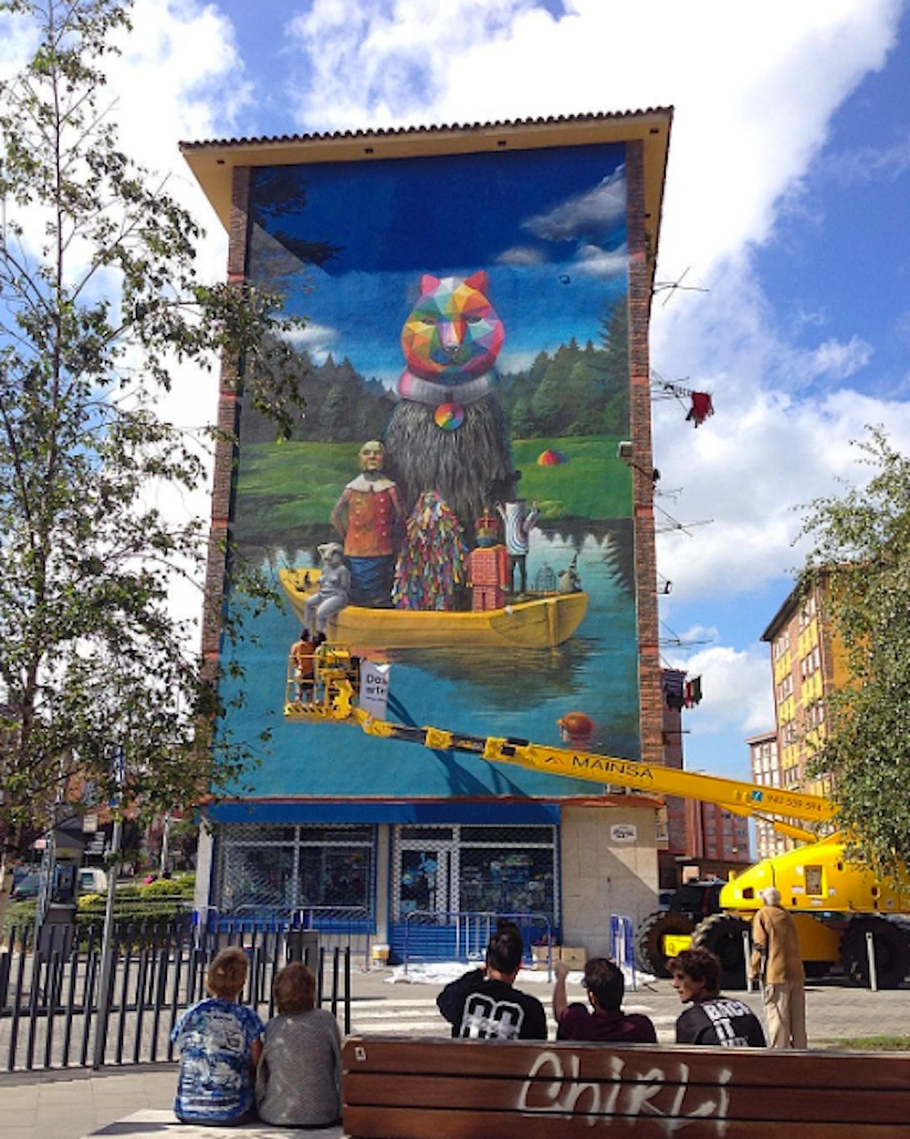 Okuda_Serzo_Collaborate_on_a_Large_Mural_in_Santander_Spain_2015_06