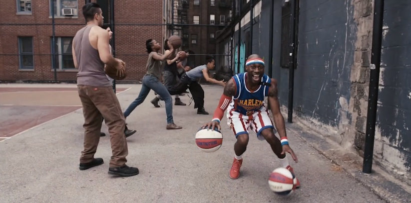 Harlem_Globetrotters_vs_STOMP_Percussionists_2015_02