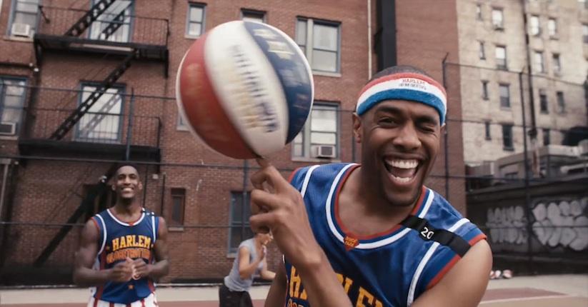 Harlem_Globetrotters_vs_STOMP_Percussionists_2015_04