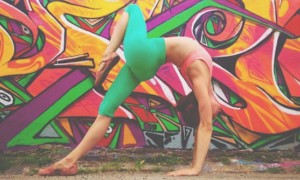 Gracefull_Poses_in_Front_of_Colorful_Graffiti_Artworks_by_Yoga_Instructor_Soren_Buchanan_2016_header