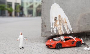 Little_People_Project_Miniature_Installations_in_the_Streets_of_Dubai_by_Slinkachu_2016_header