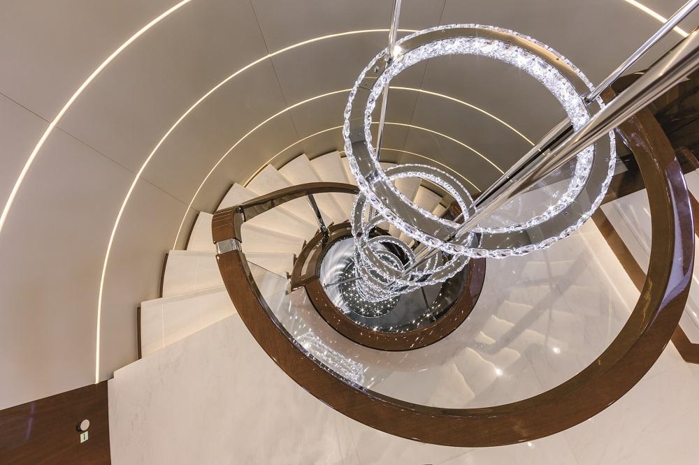 licht mit kristall designleuchten von swarovski lighting funktional und glamour s. Black Bedroom Furniture Sets. Home Design Ideas