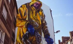 Fishermen_by_Street_Artist_Young_Jarus_in_Boulogne_sur_Mer_France_2016_header