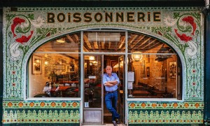 paris_re_tale_the_story_of_the_french_capital_through_its_storefronts_2016_01