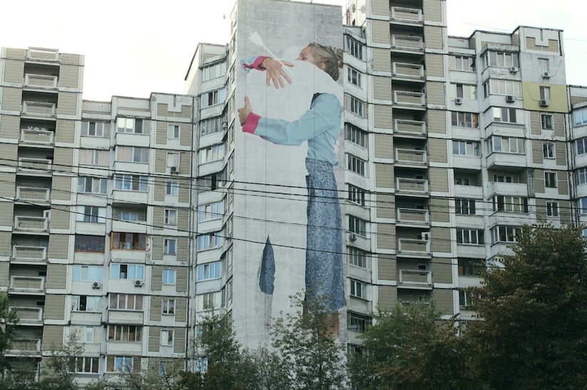 present_mural_by_street_artists_innerfields_in_kiev_ukraine_2016_01