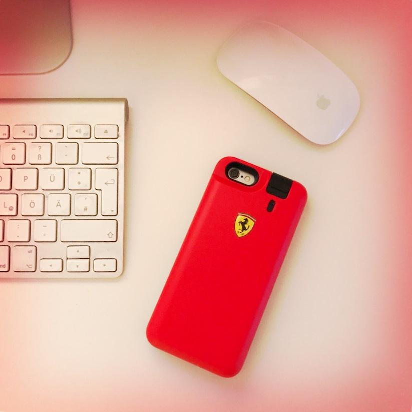 das_erste_iphone_case_mit_integriertem_parfuem_vaporisateur_von_scuderia_ferrari_2016_02