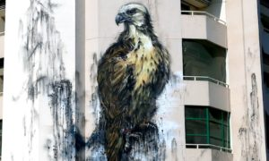 majestic_emirati_falcon_mural_by_hua_tunan_in_dubai_uae_2016_header