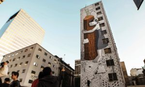 never_give_up_super_sized_mural_by_street_artist_millo_in_santiago_chile_2016_header01