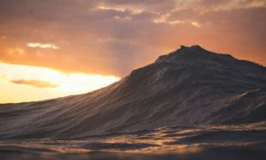 Impressive_Photographs_of_Waves_Looking_Like_Mountains_by_Lloyd_Meudell_2017_header