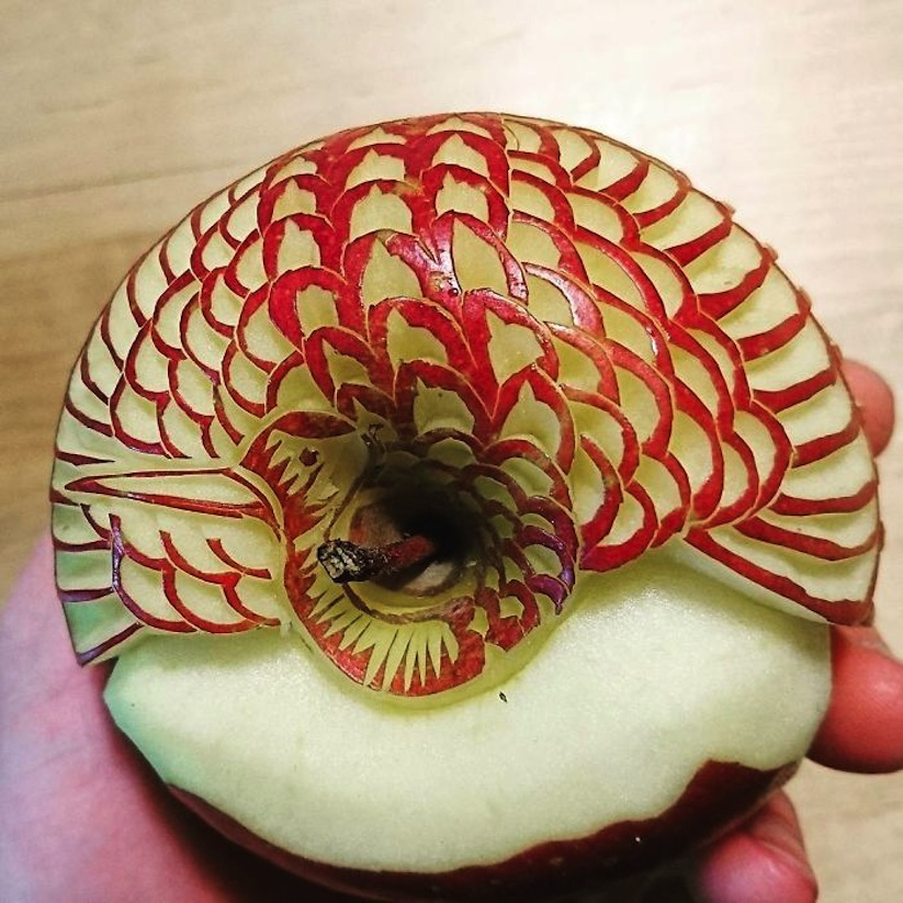 Awesome_Fruit_Vegetable_Carvings_by_Japanese_Artist_Gaku_2017_08