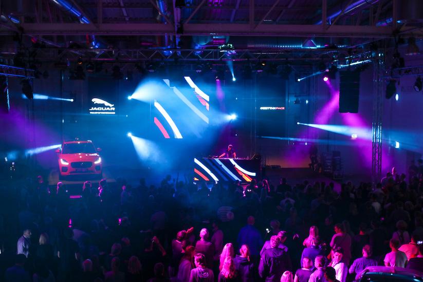 Alle Farben Konzert in Köln mit dem Jaguar E-PACE