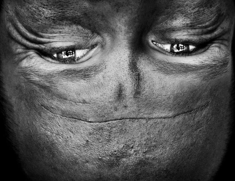 Alienation_Upside_Down_Portraits_Make_People_Look_Like_Aliens_2014_09