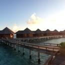 """Die gesamten """"Pool Villas"""" im Panorama.  Nein, es liegt kein Filter drüber!"""