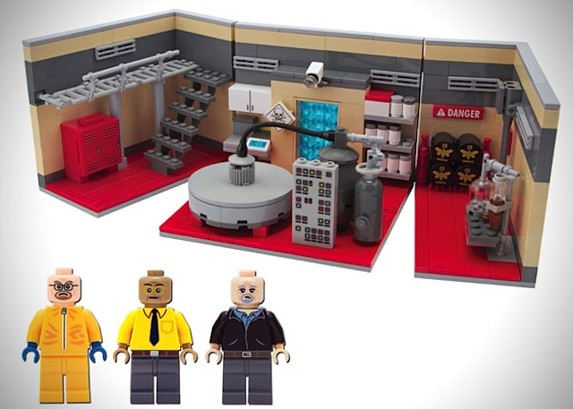Breaking-Bad-LEGO-Superlab_01