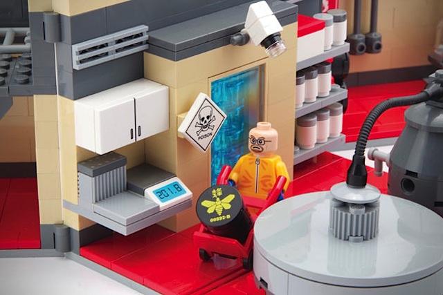 Breaking-Bad-LEGO-Superlab_03