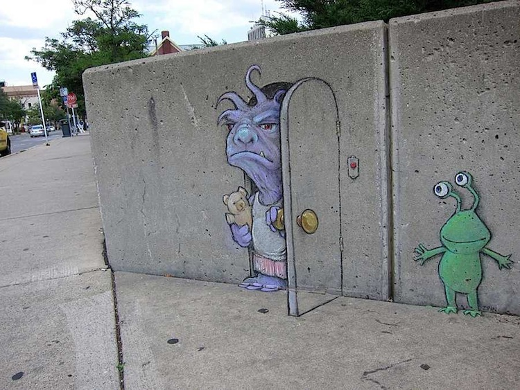Chalk_and_Charcoal_Art_by_David_Zinn_in_the_Streets_of _Ann_Arbor_Michigan_2014_06