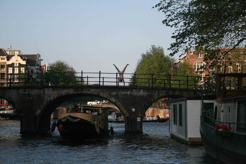 Cheeky_Travel_Photos_Of_A_Man_Doing_Handstands_In_The_Nude_Around_The_World_2014_10